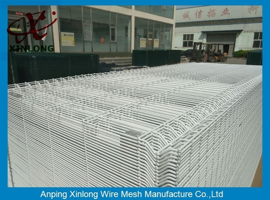 China White Color Hot Dipped Wire Mesh Fence With ISO9001 2008 Certificate supplier