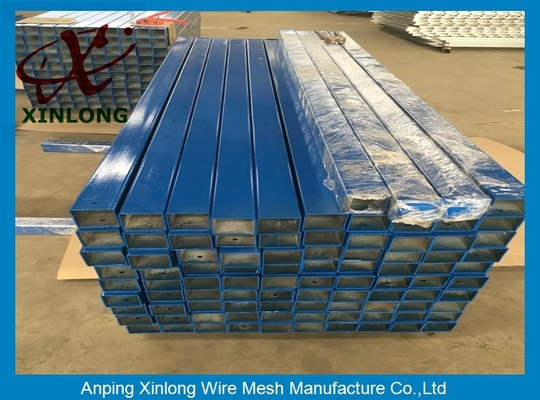 China Various Type Steel Fencing Posts , Green Metal Fence Posts XL-POST supplier