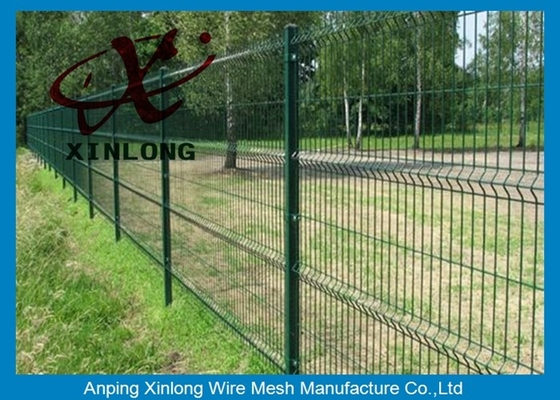 China Triangle Curved Green Metal Wire Mesh Fence Wire Diameter 5.0mm supplier