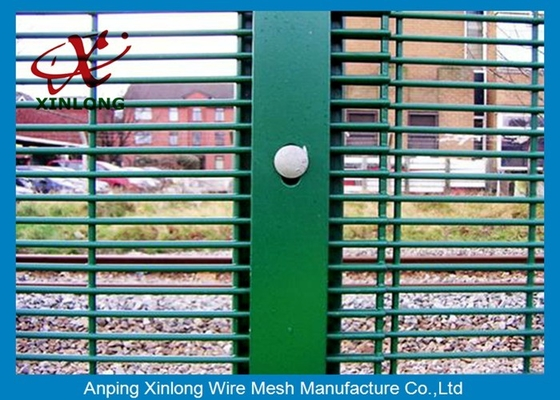China Galvanized Galvanised Security Fencing , Metal Security Fence Panels Powders Sprayed Coating supplier