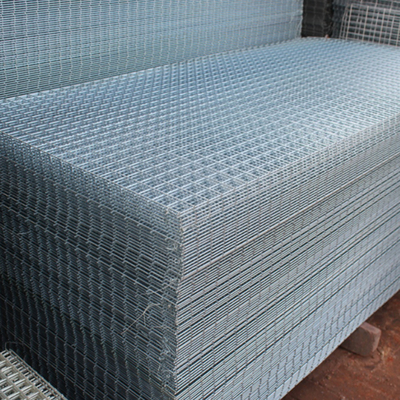 China 50*50mm Galvanized Wire Mesh Garden Fence Panels For Cages 1-3m Width supplier