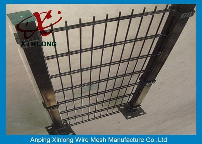High Tensile Galvanized 868 Wire Mesh Fence For Garden Dark Green Color